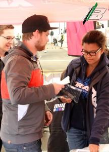 Xray Fahrer erhalten bei jedem ETS-Rennen ein T-Shirt und einen Stickerbogen.