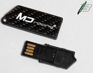 Der USB stick beinhaltet die Bauanleitung.